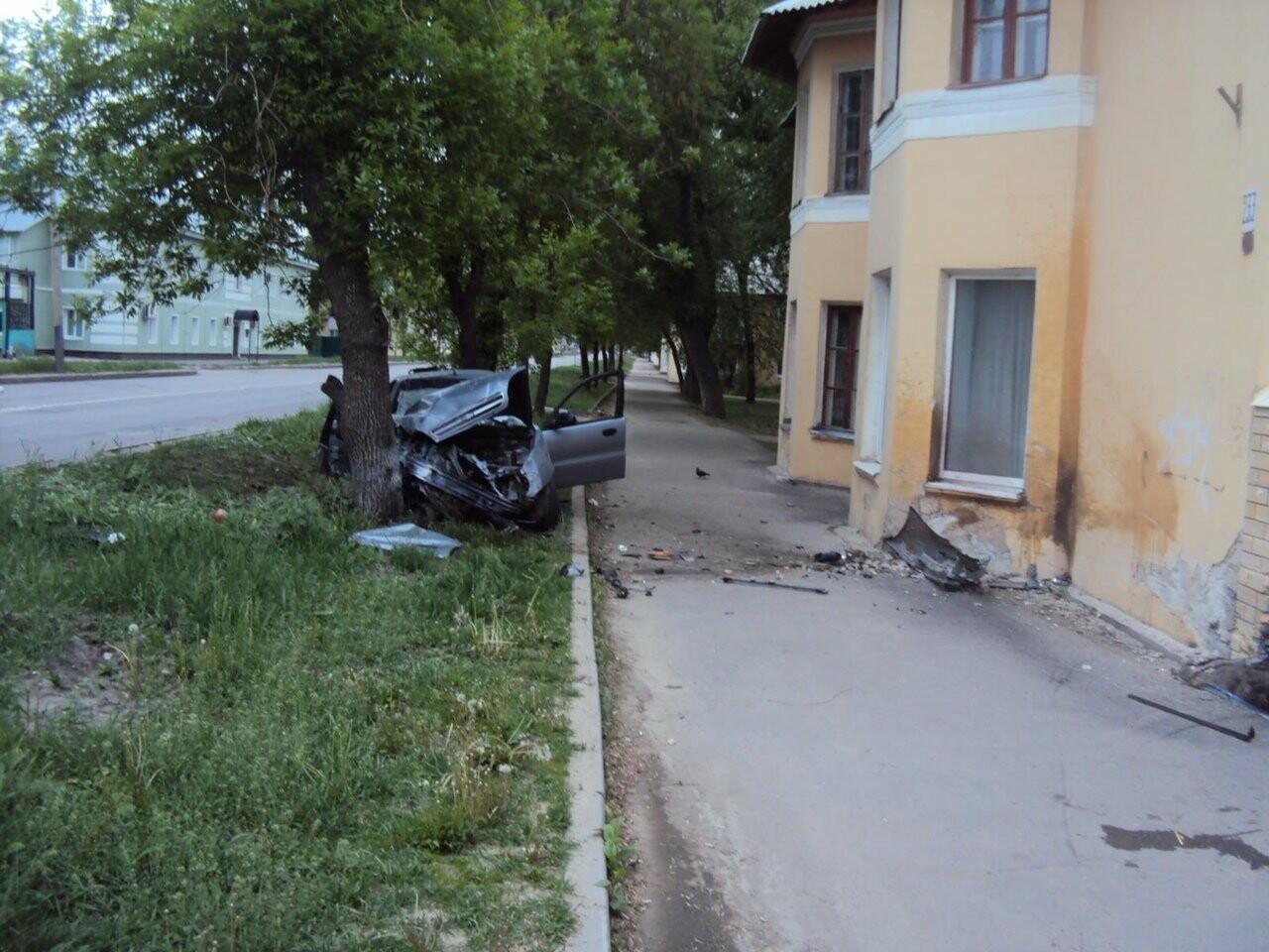 Нетрезвый тамбовский водитель протаранил дом на Карла Маркса. Подробности., фото-2