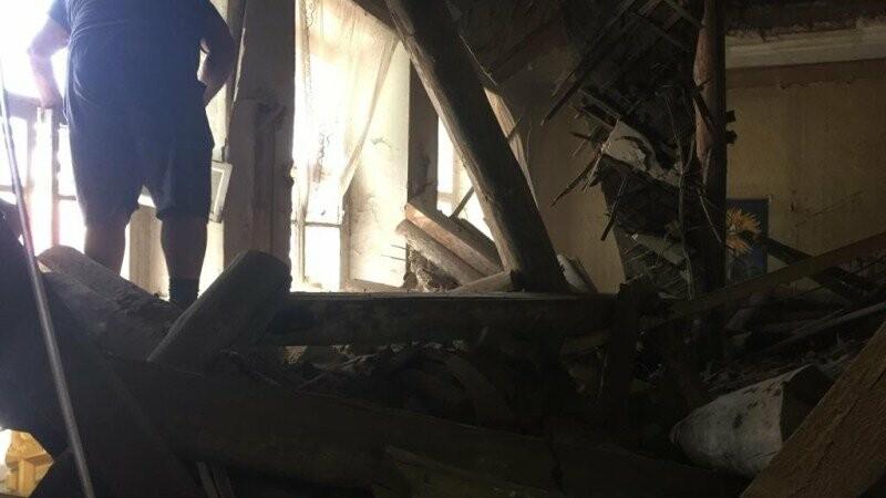 В центре Тамбова обрушилось здание: две женщины оказались под завалами, фото-1