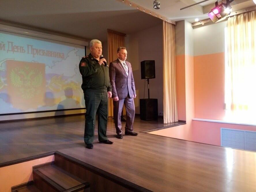 Будущих защитников Отечества из Тамбова поздравили с Днем призывника и вручили повестки , фото-2