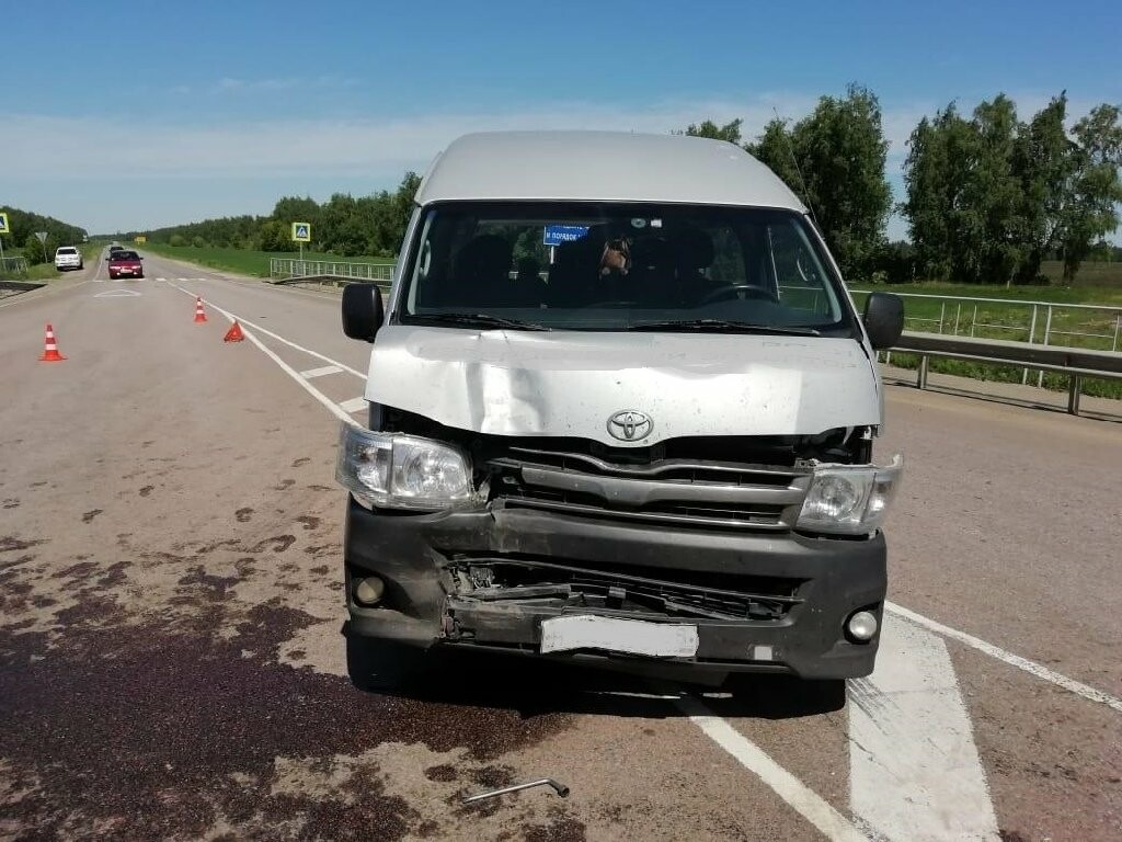 В Тамбовской области «Лада» столкнулась с фурой и микроавтобусом: пострадала женщина, фото-2