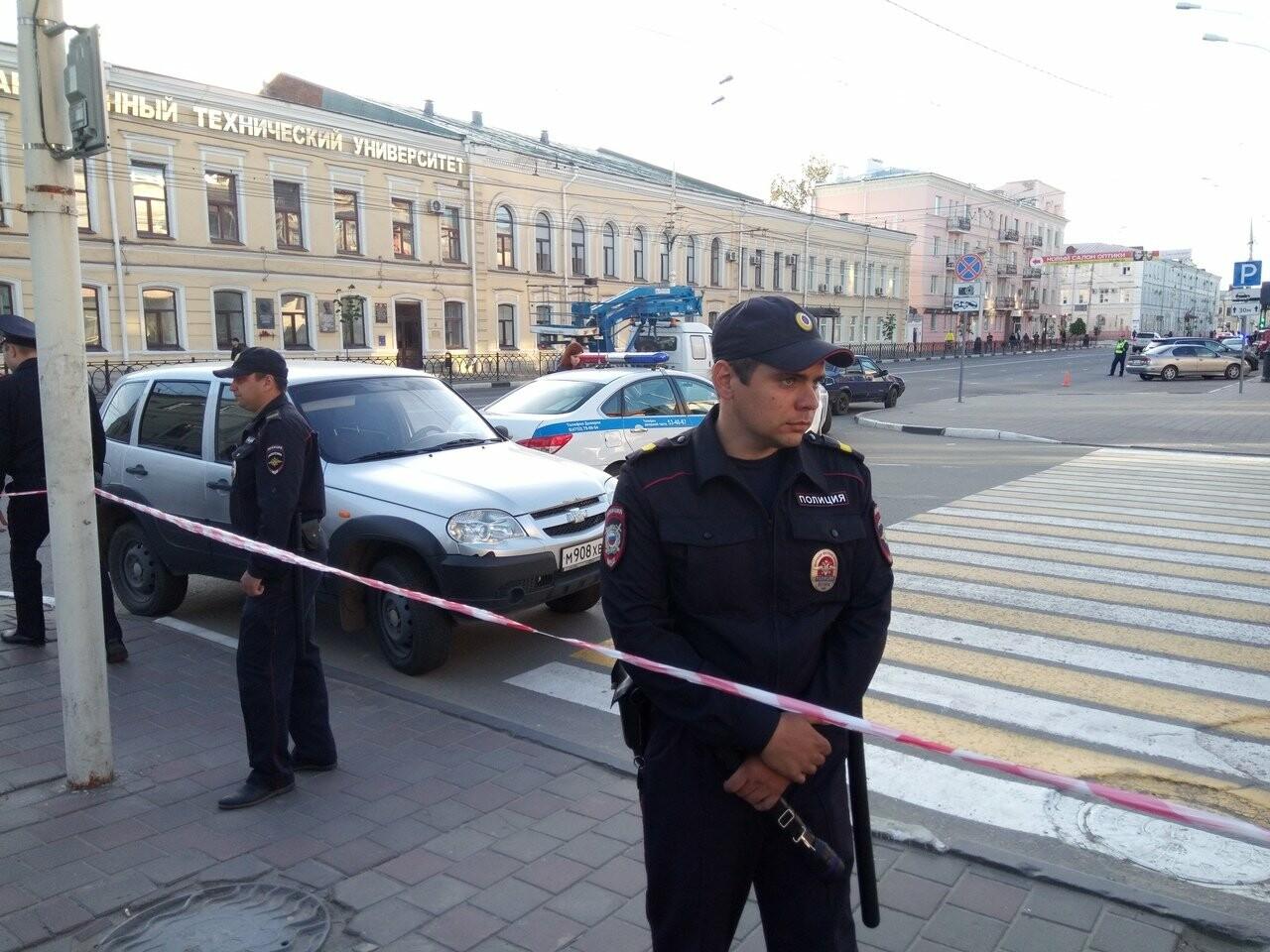 В Тамбове экстренно эвакуировали людей из ТЦ, автовокзалов и аэропорта. ВИДЕО, фото-3