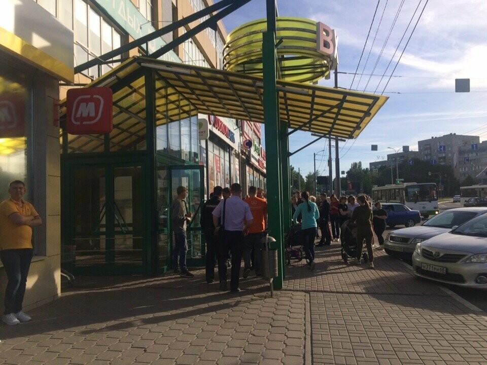 В Тамбове экстренно эвакуировали людей из ТЦ, автовокзалов и аэропорта. ВИДЕО, фото-11