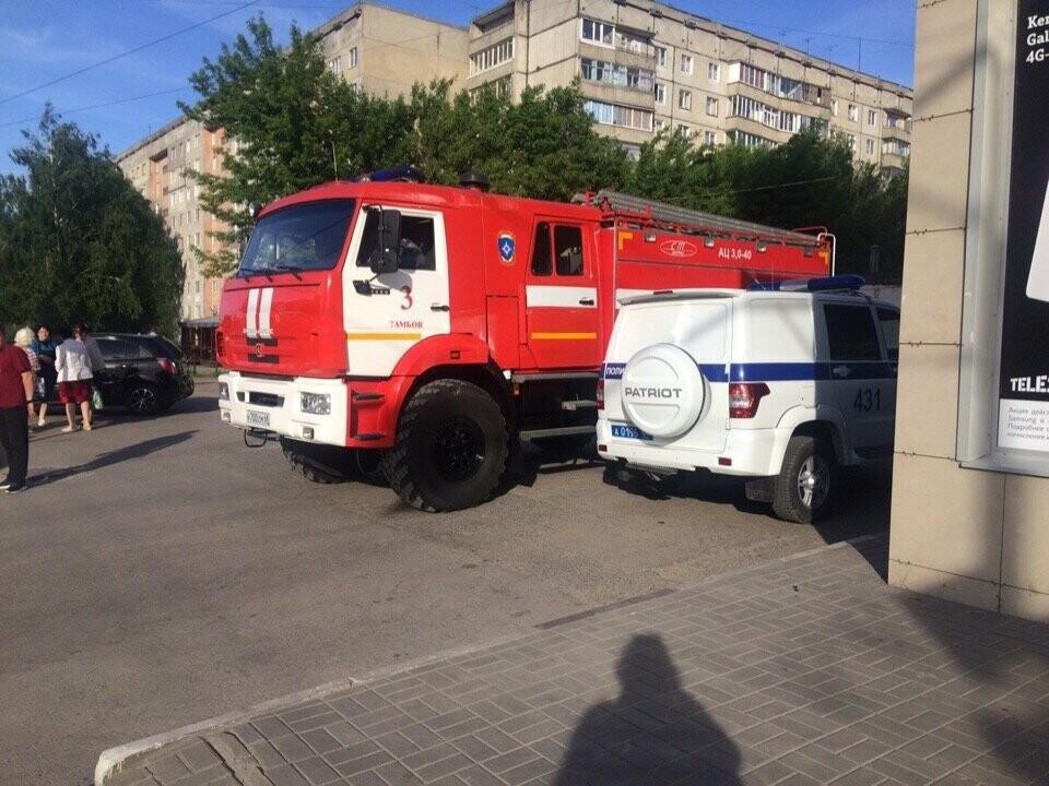 В Тамбове экстренно эвакуировали людей из ТЦ, автовокзалов и аэропорта. ВИДЕО, фото-12