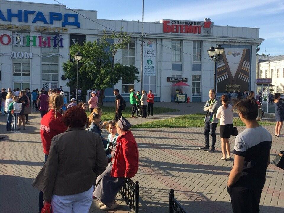 В Тамбове спецслужбы проверили ТЦ, автовокзалы и аэропорт: взрывных устройств не обнаружили, фото-4