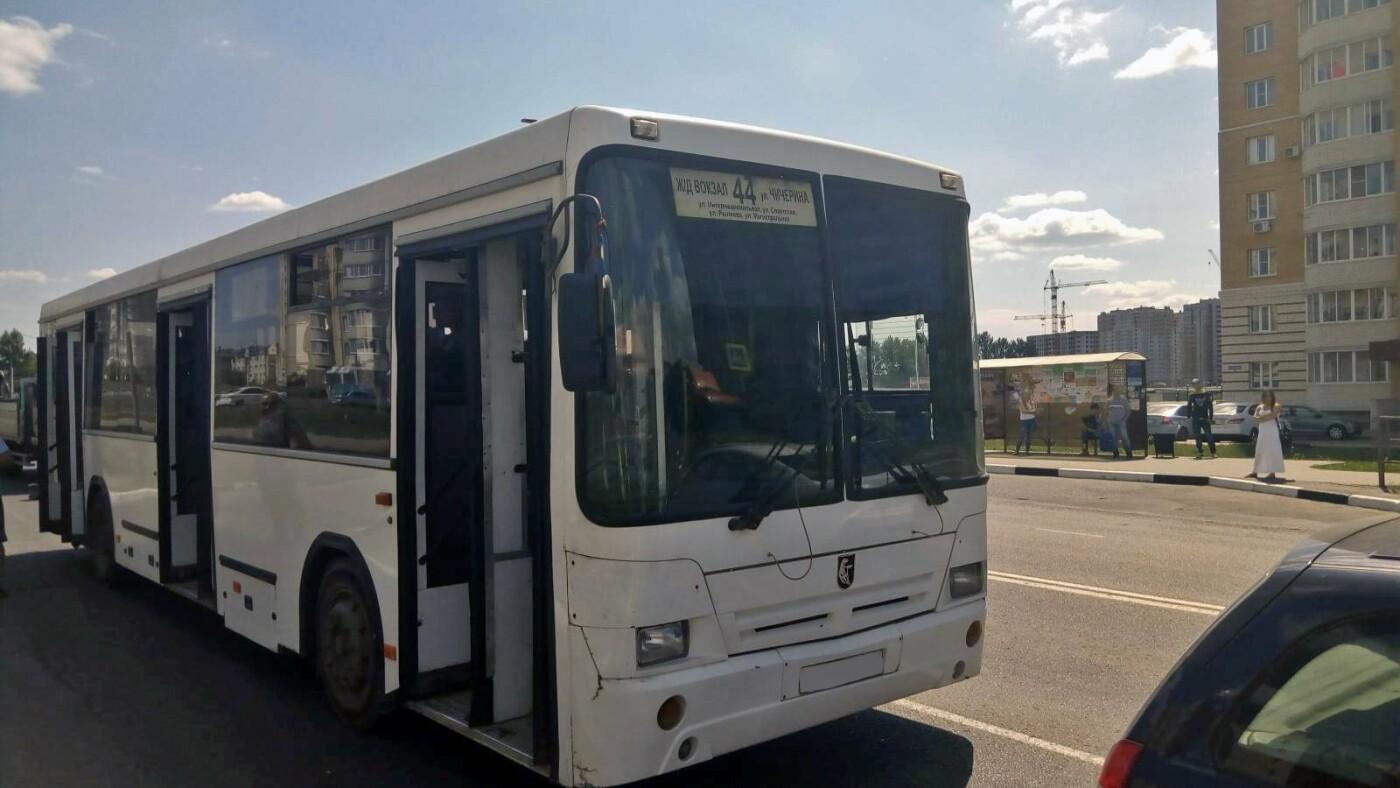 В Тамбове при столкновении автобуса и легковушки пострадали три пассажира, фото-1