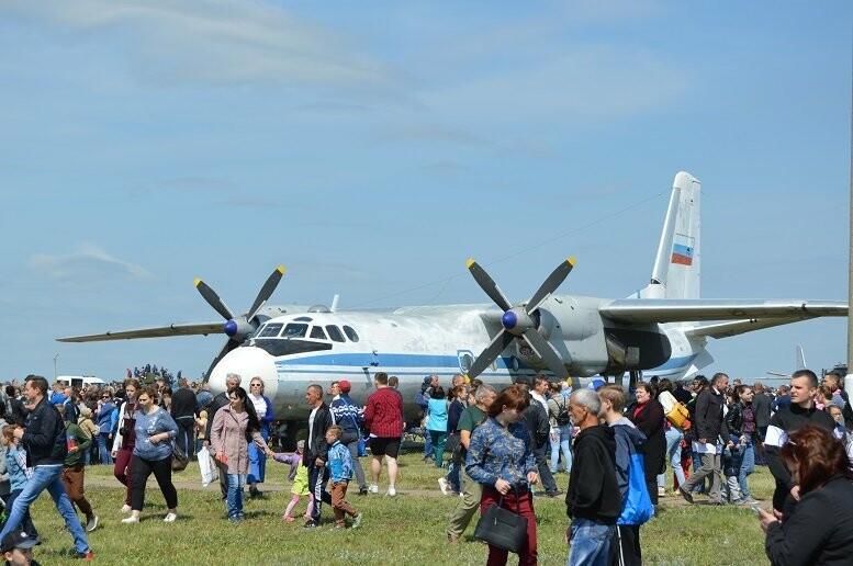 Фигуры высшего пилотажа, воздушный бой и выставка техники - фотообзор авиашоу в Тамбове, фото-1