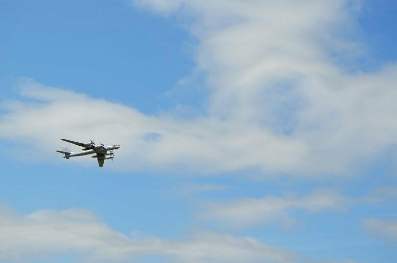 Фигуры высшего пилотажа, воздушный бой и выставка техники - фотообзор авиашоу в Тамбове, фото-5