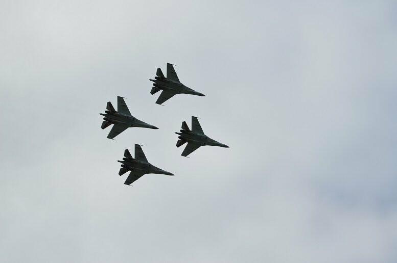 Фигуры высшего пилотажа, воздушный бой и выставка техники - фотообзор авиашоу в Тамбове, фото-14