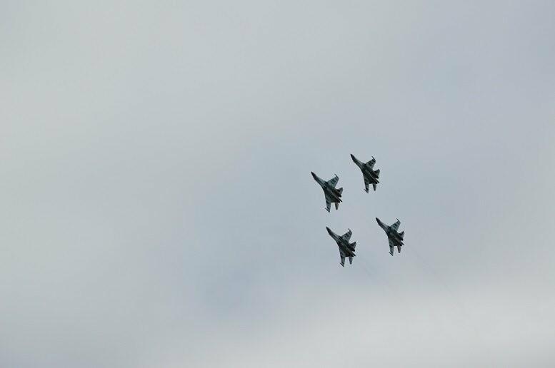 Фигуры высшего пилотажа, воздушный бой и выставка техники - фотообзор авиашоу в Тамбове, фото-16