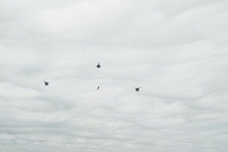 Фигуры высшего пилотажа, воздушный бой и выставка техники - фотообзор авиашоу в Тамбове, фото-17