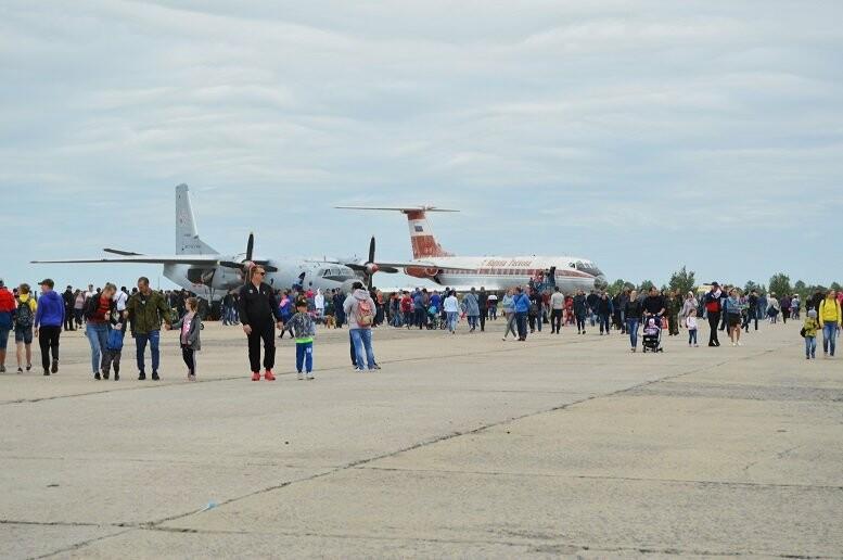 Фигуры высшего пилотажа, воздушный бой и выставка техники - фотообзор авиашоу в Тамбове, фото-18