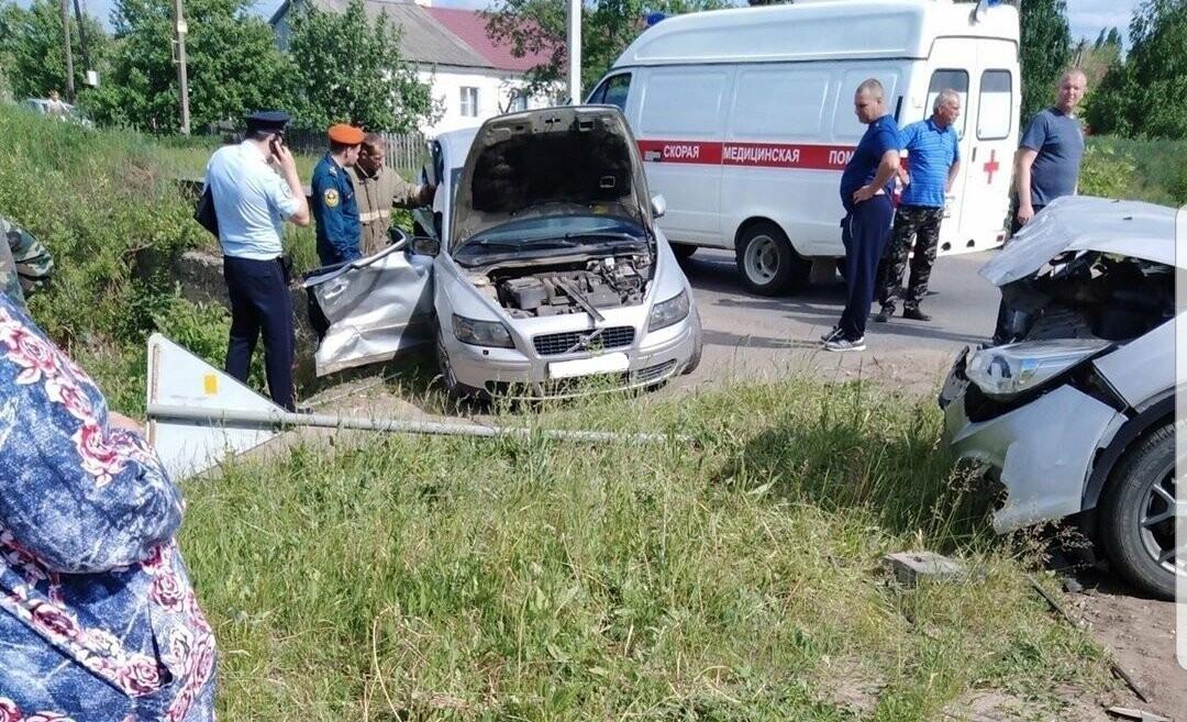 Под Тамбовом при столкновении «Форда» и «Вольво» пострадал человек, фото-1