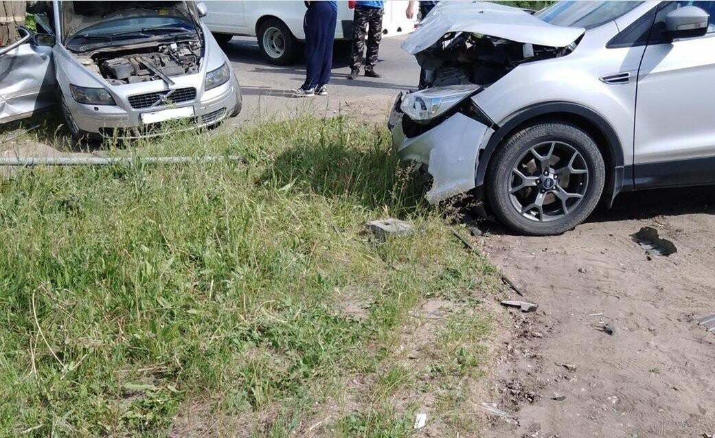 Под Тамбовом при столкновении «Форда» и «Вольво» пострадал человек, фото-2