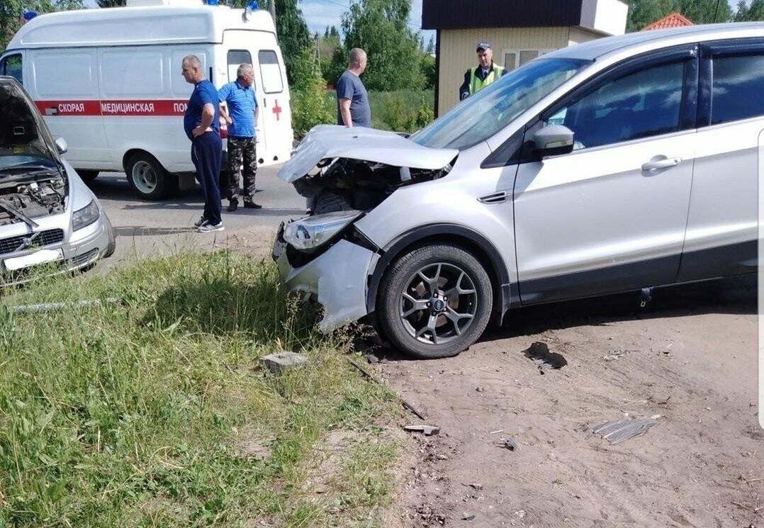 Под Тамбовом при столкновении «Форда» и «Вольво» пострадал человек, фото-3