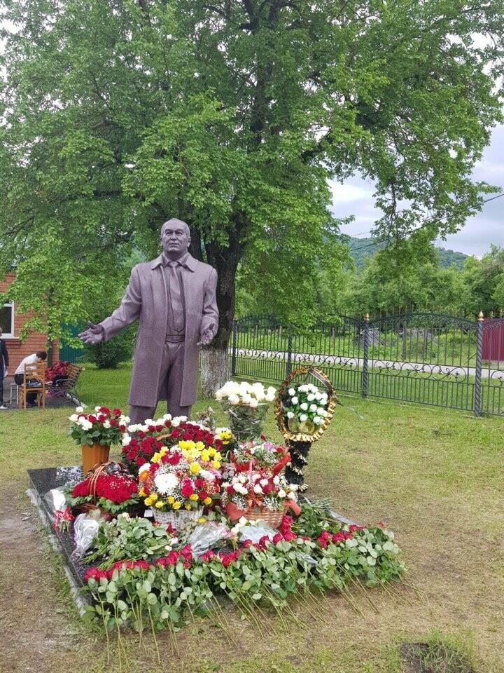 Памятник бывшему депутату Тамбовской облдумы Таймуразу Габуеву поставили в Северной Осетии , фото-1
