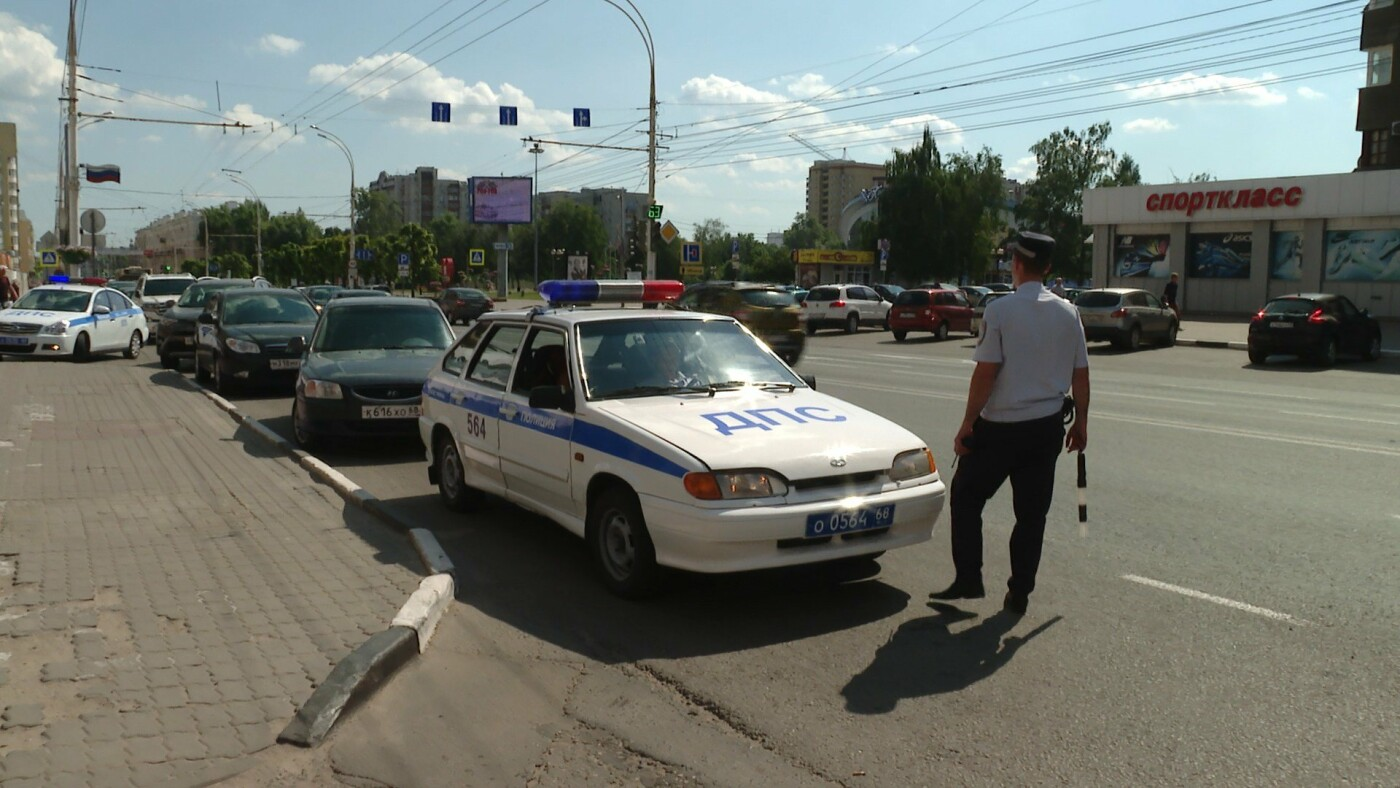 Борьба с «болтунами» в Тамбове: как ГИБДД наказывает любителей поговорить по телефону за рулем, фото-1