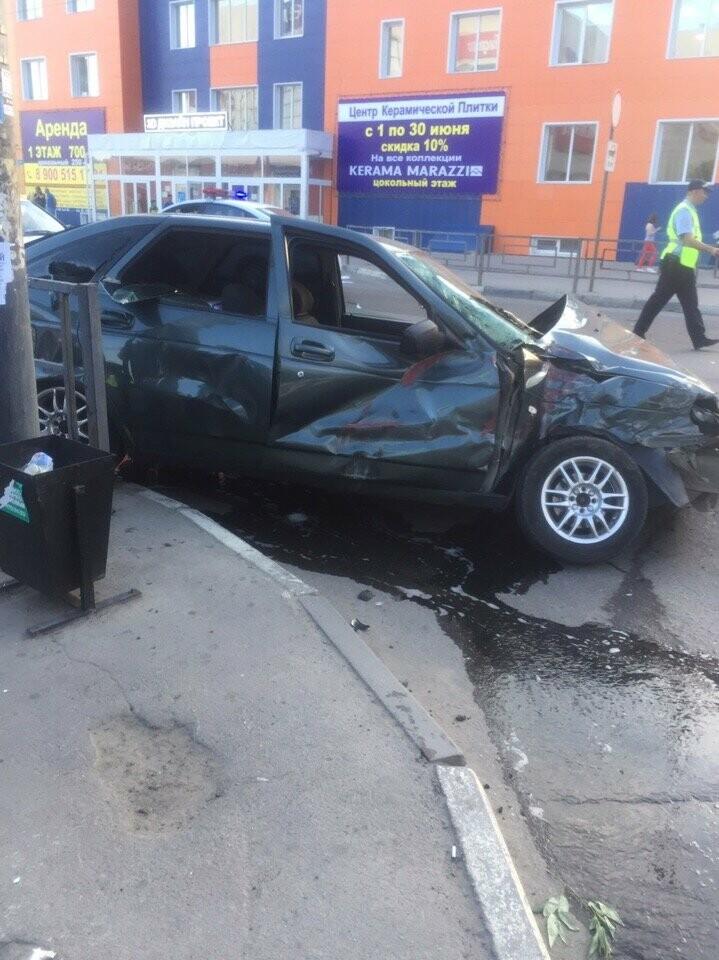 В центре Тамбова перевернулась пожарная машина после столкновения с «Приорой». ВИДЕО, фото-6