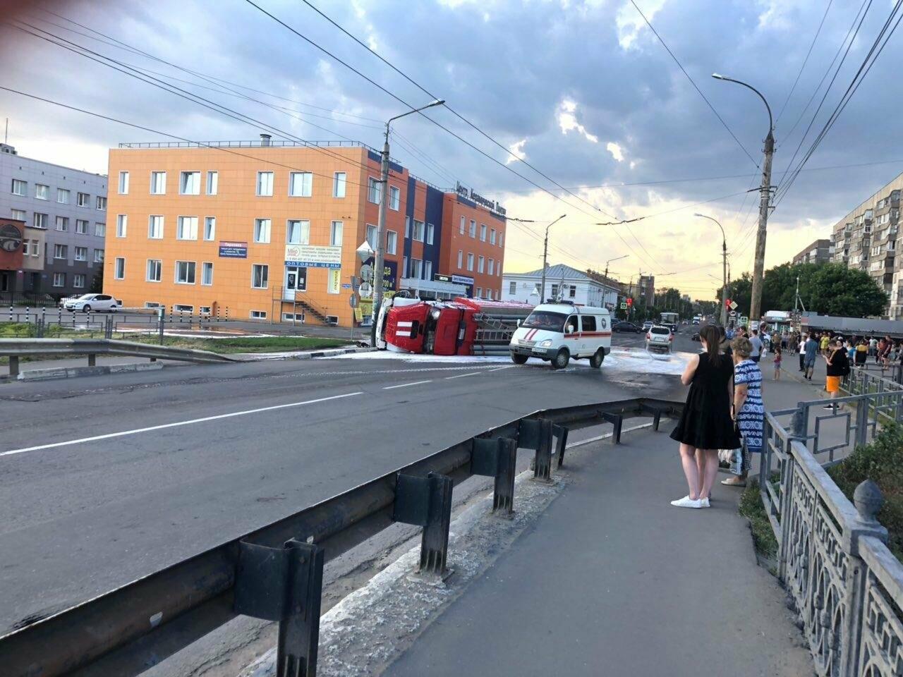 В центре Тамбова перевернулась пожарная машина после столкновения с «Приорой». ВИДЕО, фото-5