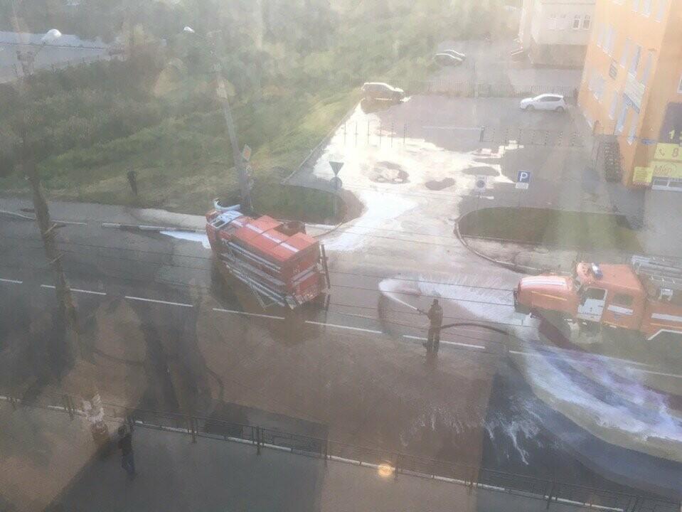 В центре Тамбова перевернулась пожарная машина после столкновения с «Приорой». ВИДЕО, фото-3