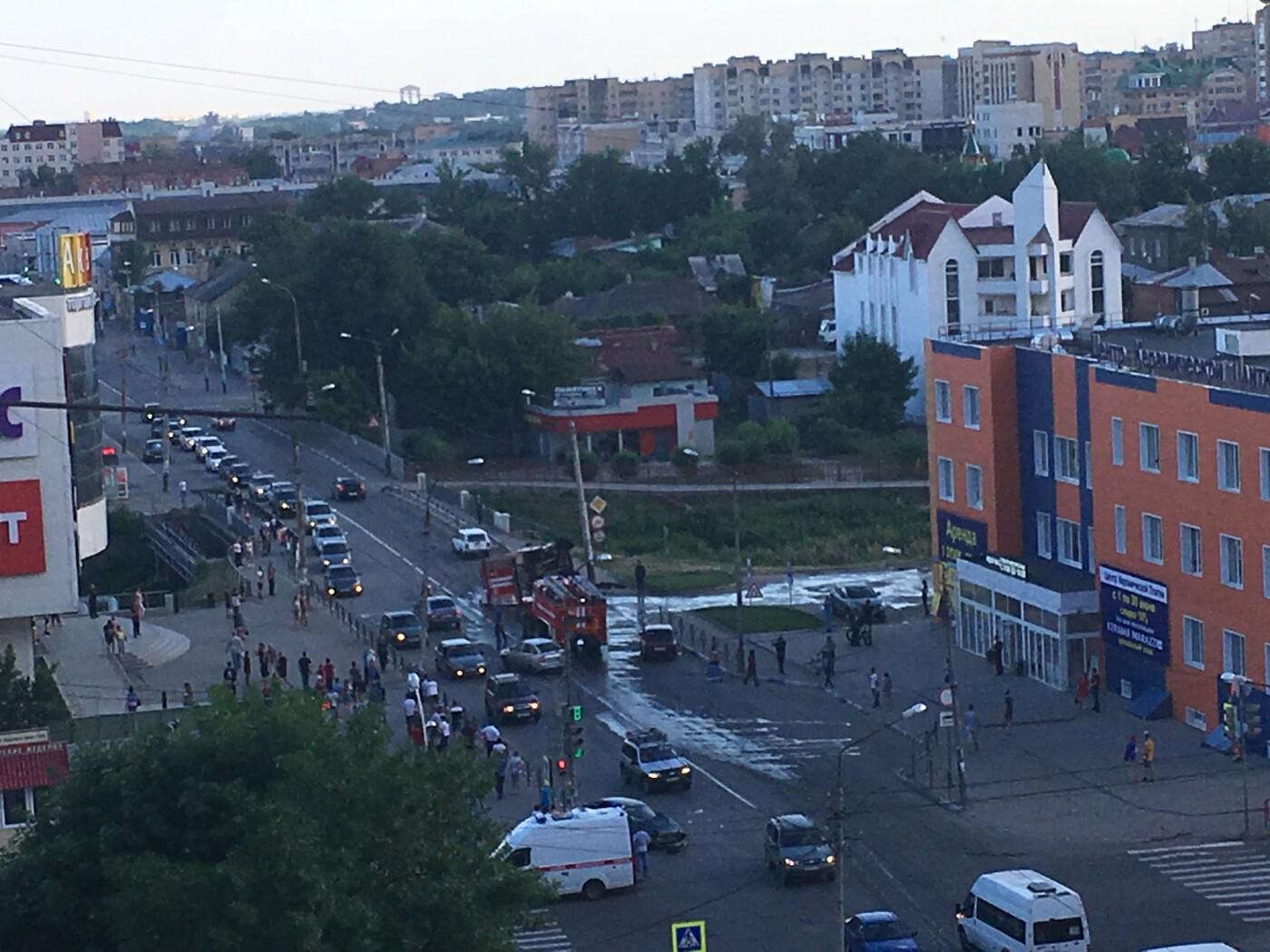 В центре Тамбова перевернулась пожарная машина после столкновения с «Приорой». ВИДЕО, фото-1