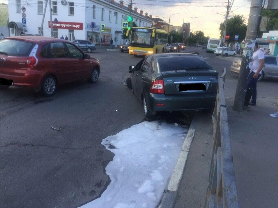 В центре Тамбова перевернулась пожарная машина после столкновения с «Приорой». ВИДЕО, фото-8