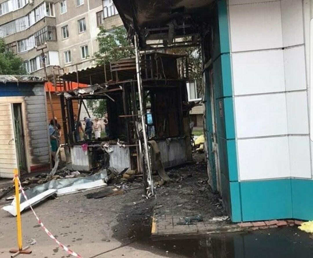 Ночью в центре Тамбова сгорел ларек, фото-1