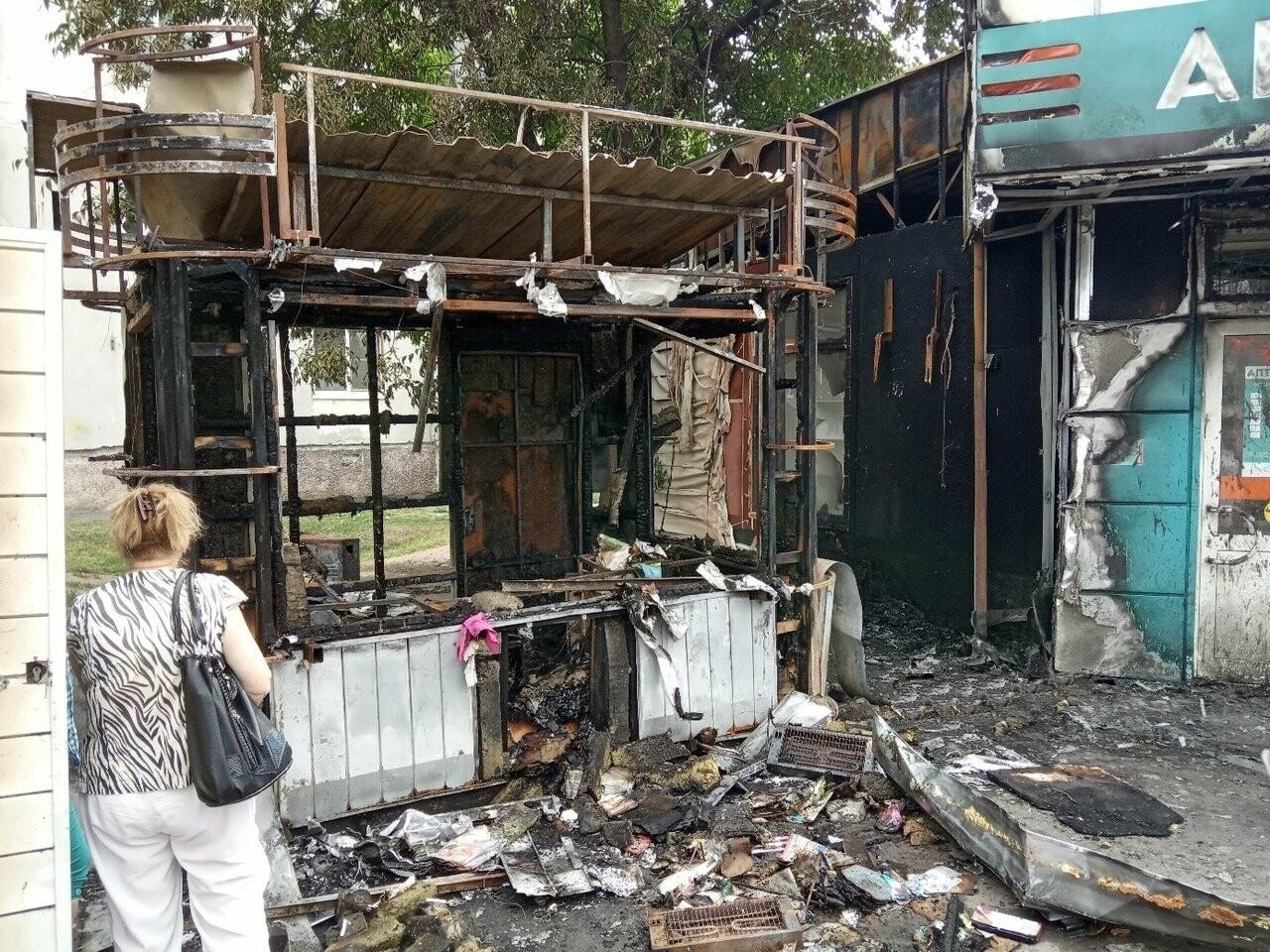 Ночью в центре Тамбова сгорел ларек, фото-3