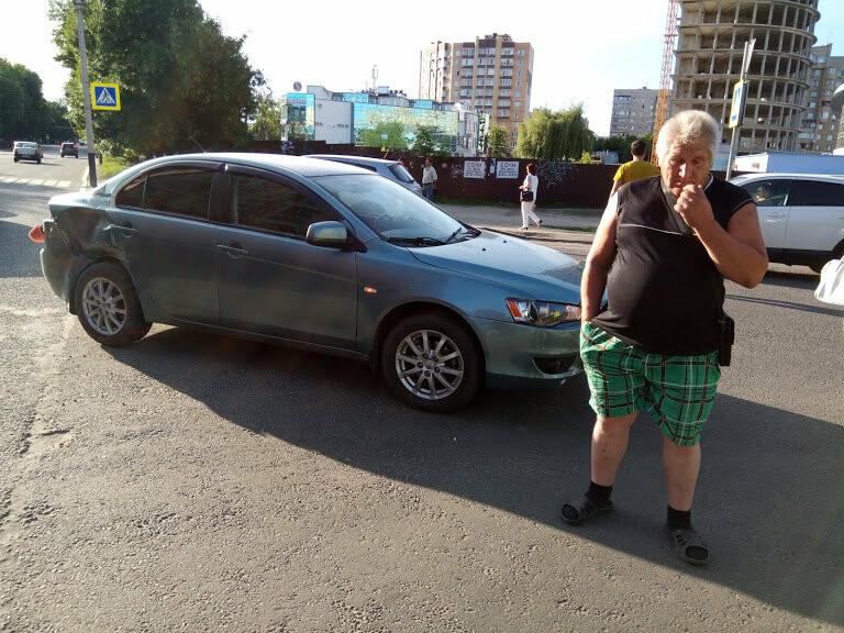 ДТП на перекрестке Мичуринской и Куйбышева: чудом не пострадал маленький ребенок, фото-1