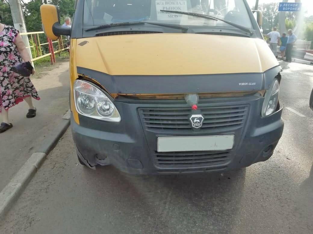 При въезде в Мичуринск столкнулись два микроавтобуса и легковушка, фото-2
