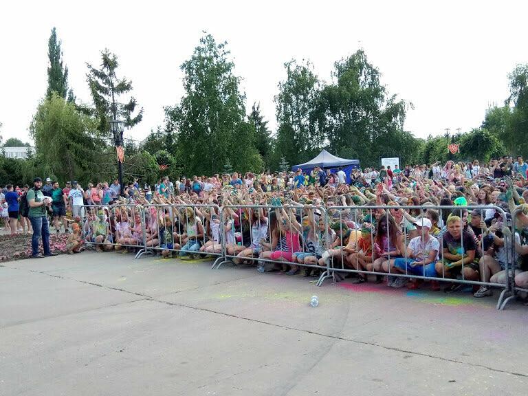 Тамбовчан раскрасили во все цвета радуги в парке Победы, фото-1