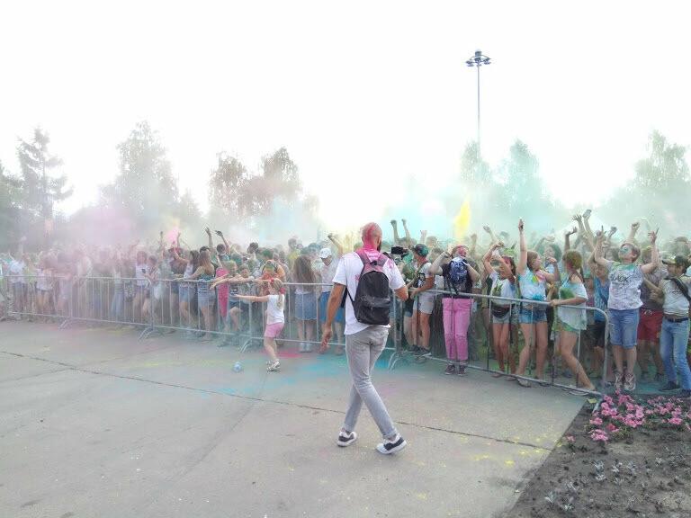 Тамбовчан раскрасили во все цвета радуги в парке Победы, фото-3