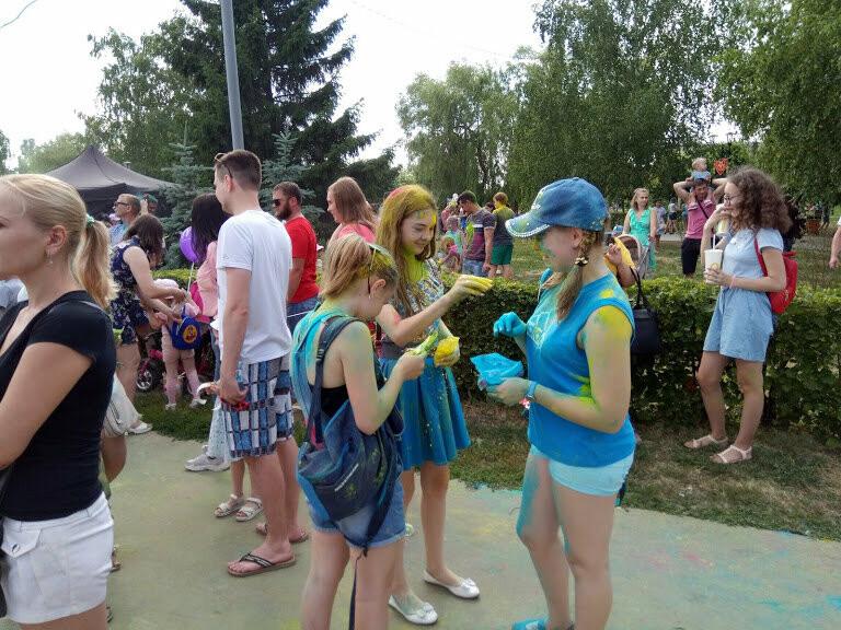 Тамбовчан раскрасили во все цвета радуги в парке Победы, фото-4
