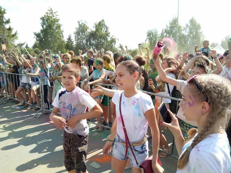 Тамбовчан раскрасили во все цвета радуги в парке Победы, фото-10