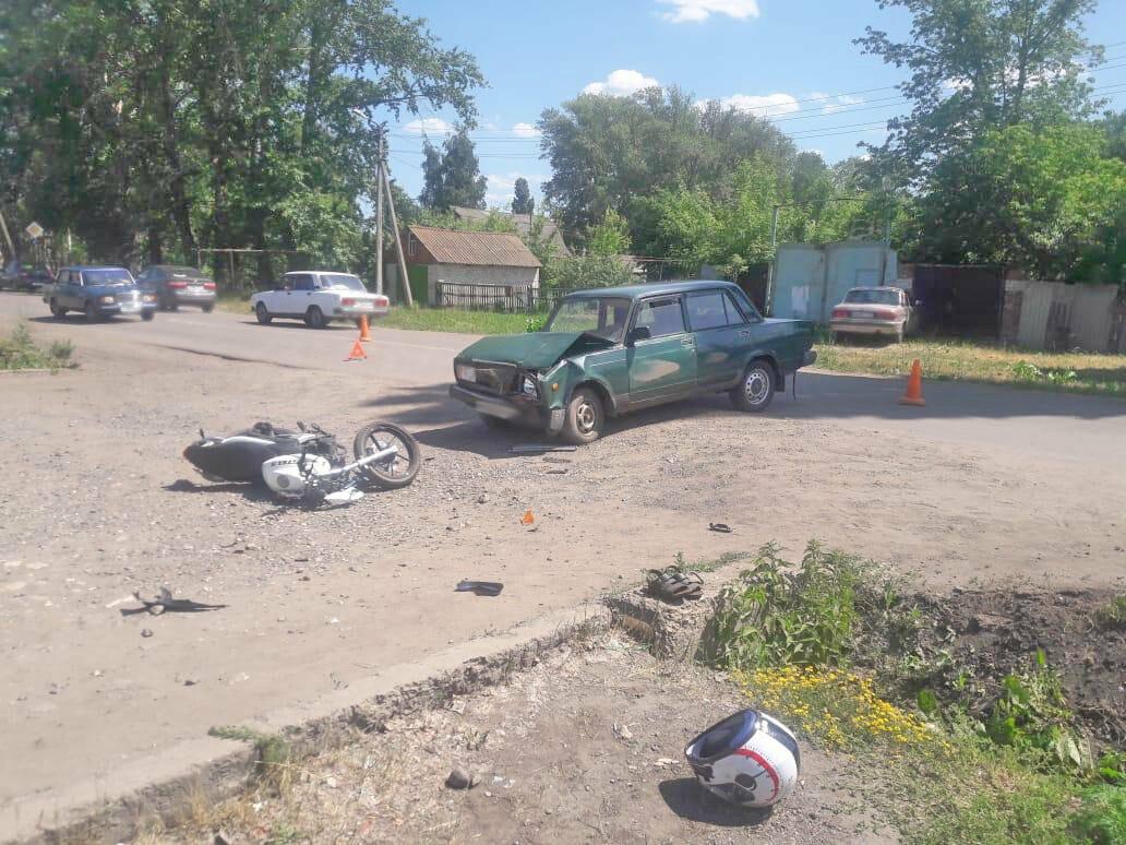 В Тамбовской области 14-летний мотоциклист врезался в легковушку: его пассажирка погибла, фото-1