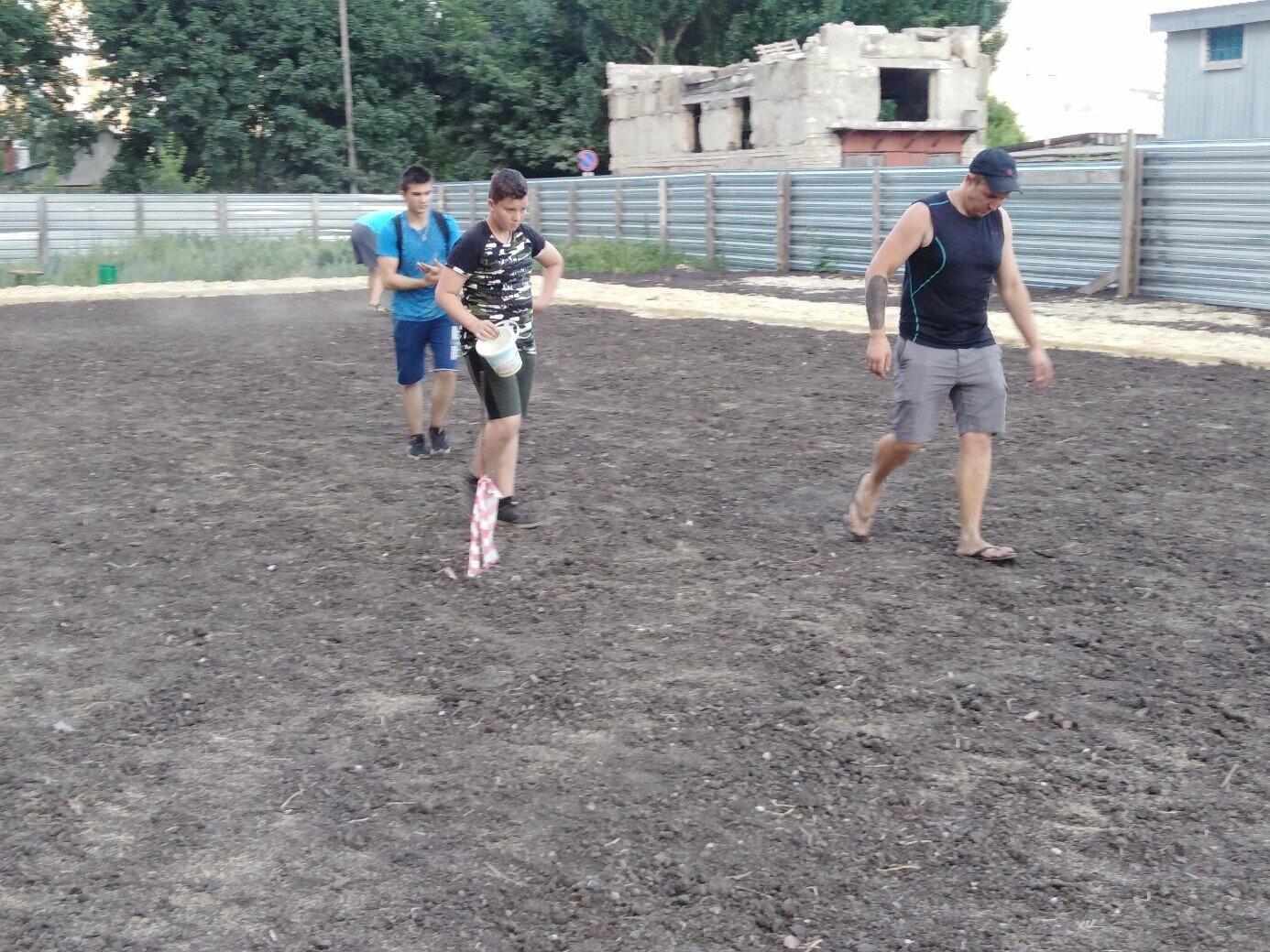 В Тамбове жители улицы Сабуровской обустроили футбольное поле, фото-2