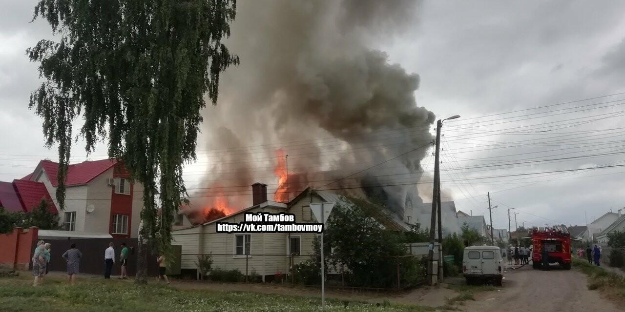На севере Тамбова сгорели два дома с надворными постройками, фото-1