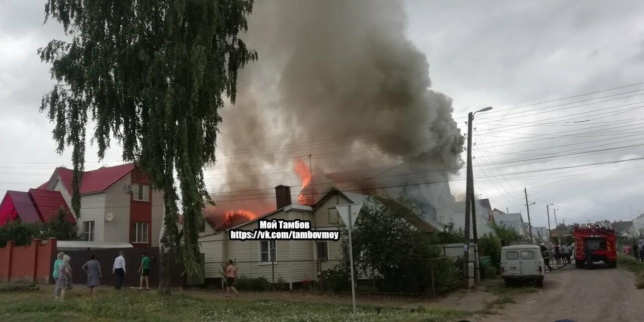 На севере Тамбова сгорели два дома с надворными постройками, фото-3
