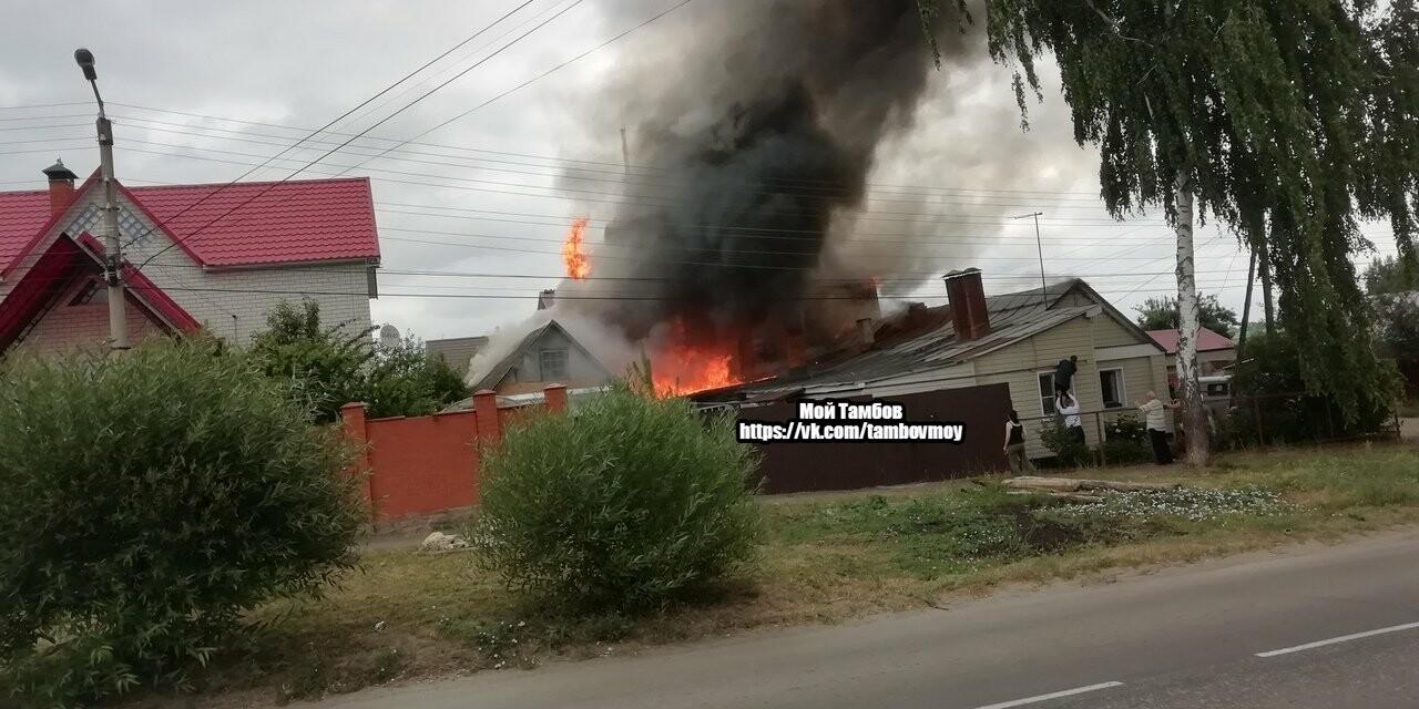 На севере Тамбова сгорели два дома с надворными постройками, фото-7
