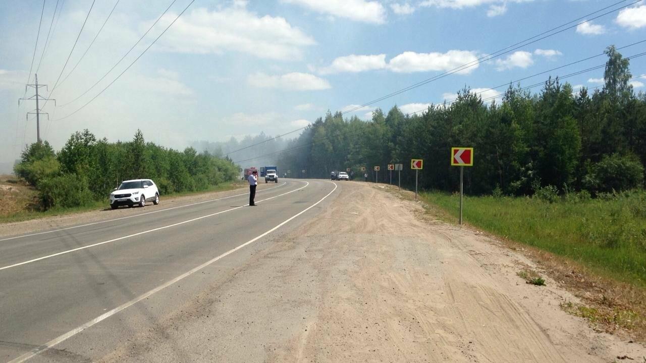 Федеральную трассу «Тамбов-Пенза» перекрыли из-за обрыва проводов и пожара, фото-1