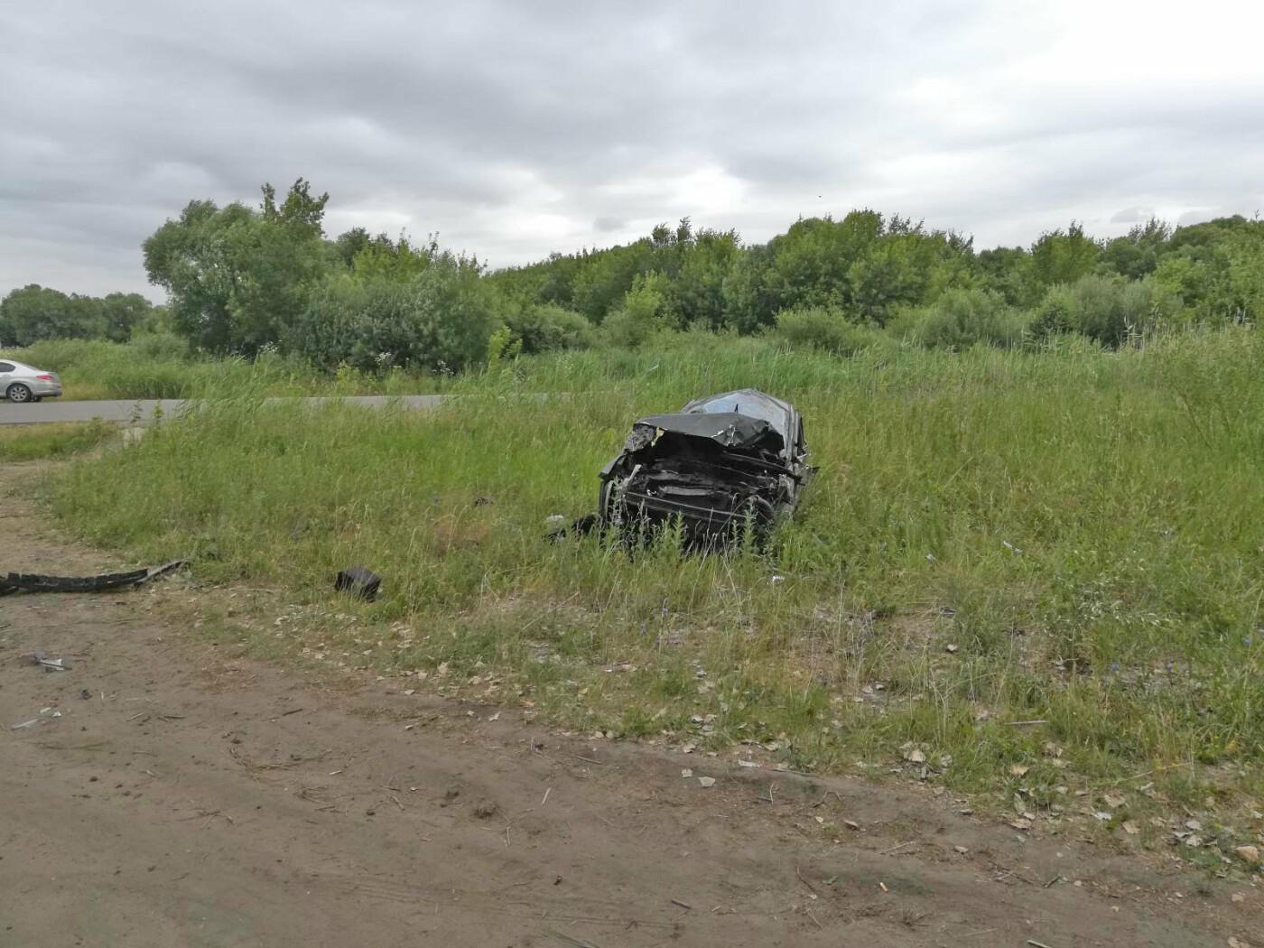 В Тамбовской области на проселочной дороге перевернулась иномарка: пострадала школьница, фото-1