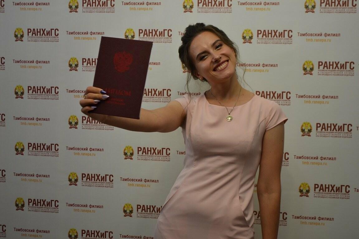 В Тамбовском филиале Президентской академии прошла церемония вручения дипломов, фото-1