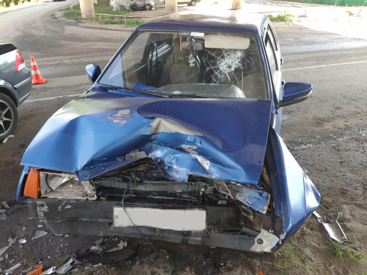 В Тамбове под путепроводом столкнулись две легковушки: оба водителя в больнице, фото-1