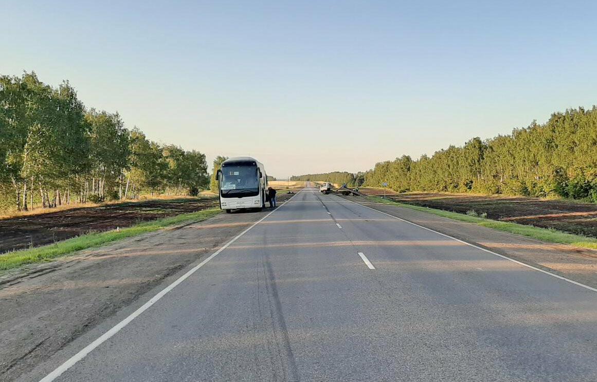 В Тамбовском районе столкнулись «Инфинити», «Ауди» и пассажирский автобус: трое госпитализированы, фото-1