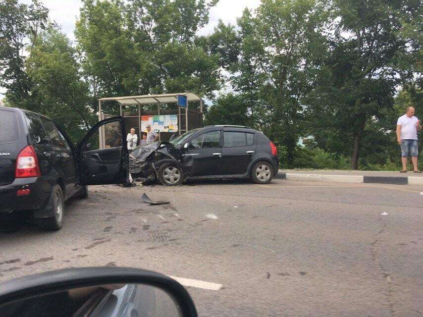 В Тамбове на Рассказовском шоссе при столкновении двух легковушек пострадала школьница, фото-4