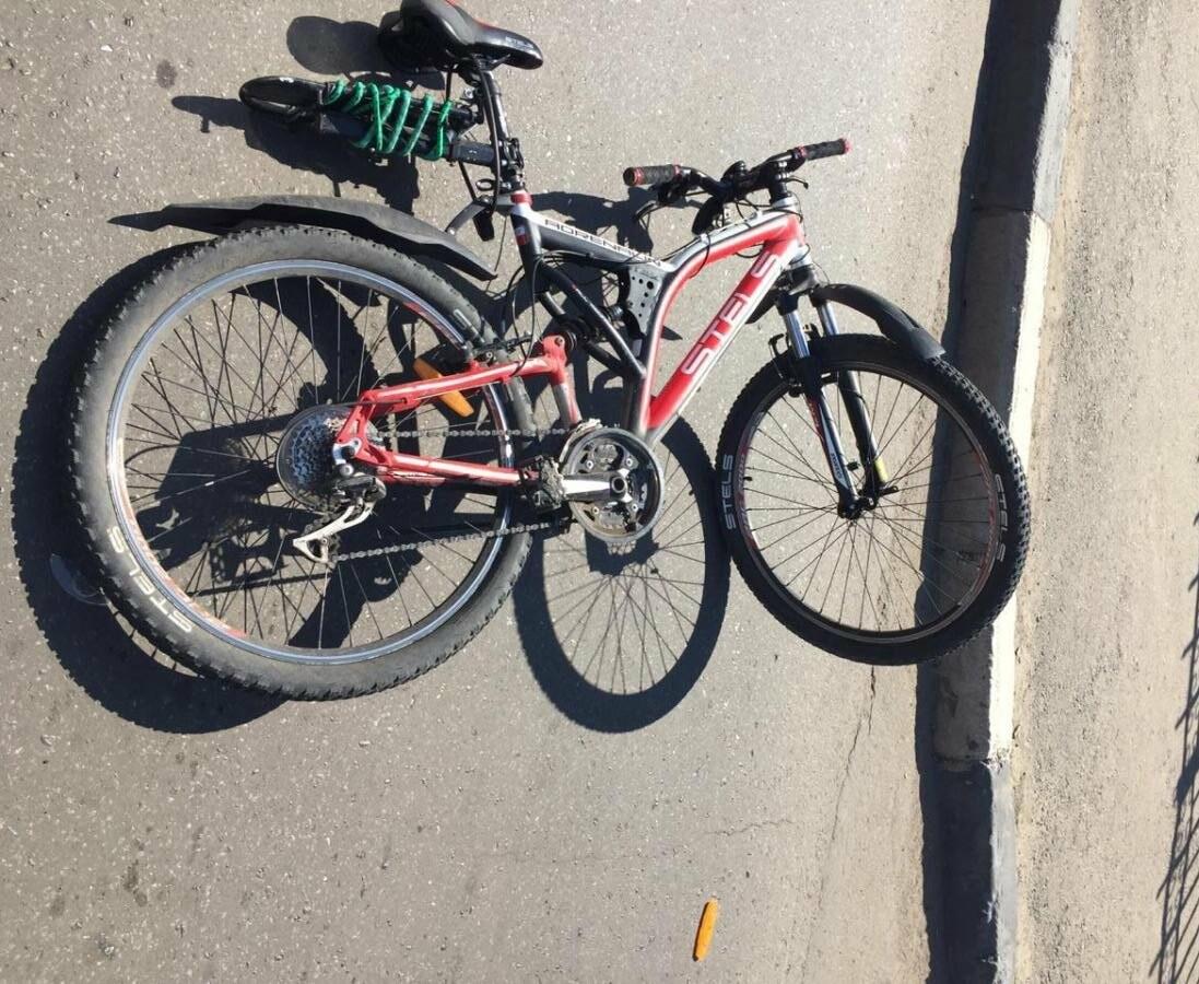 В Тамбове на Комсомольской площади иномарка сбила пенсионера на велосипеде, фото-1