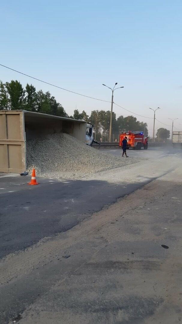 На федеральной дороге Р-22 «Каспий» в пригороде Тамбова столкнулись бензовоз и грузовик со щебнем. ВИДЕО, фото-2