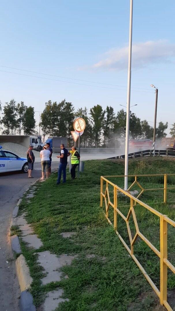 На федеральной дороге Р-22 «Каспий» в пригороде Тамбова столкнулись бензовоз и грузовик со щебнем. ВИДЕО, фото-3
