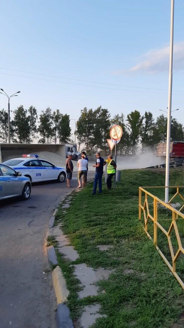На федеральной дороге Р-22 «Каспий» в пригороде Тамбова столкнулись бензовоз и грузовик со щебнем. ВИДЕО, фото-5