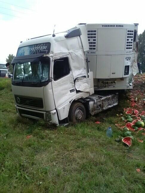 В Тамбовской области на трассе Р-22 произошло серьезное ДТП: движение затруднено, есть погибший, фото-1