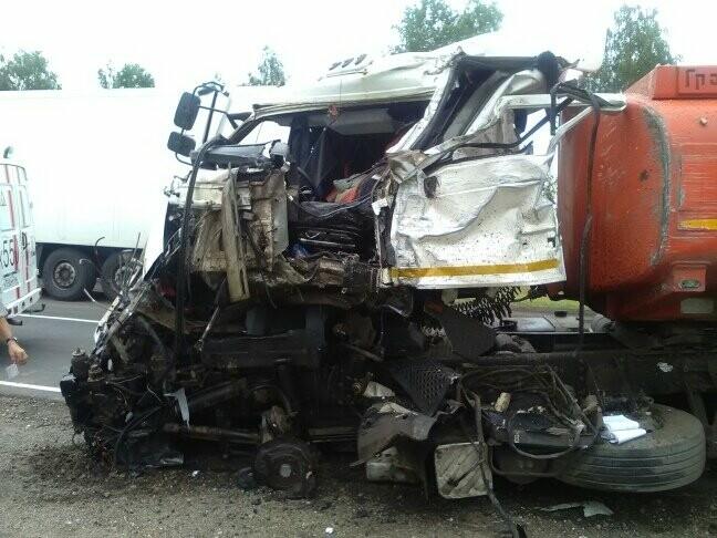 В Тамбовской области на трассе Р-22 произошло серьезное ДТП: движение затруднено, есть погибший, фото-2